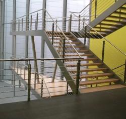 Stahltreppe mit Kastenwange