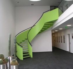 Gewendelte Stahl-Treppe mit extrem hoher Fachstahlwange