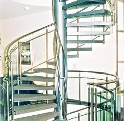 Stahl-Einholmtreppe mit geschweißter Kastenwange