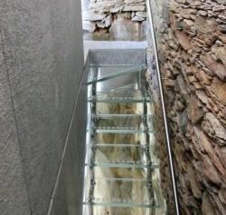 Edelstahl und Glastreppe 01