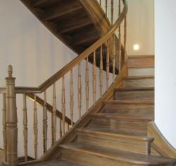 Elegante Schlosstreppe bzw. Holztreppe für ein Herrenhaus in Stuttgart